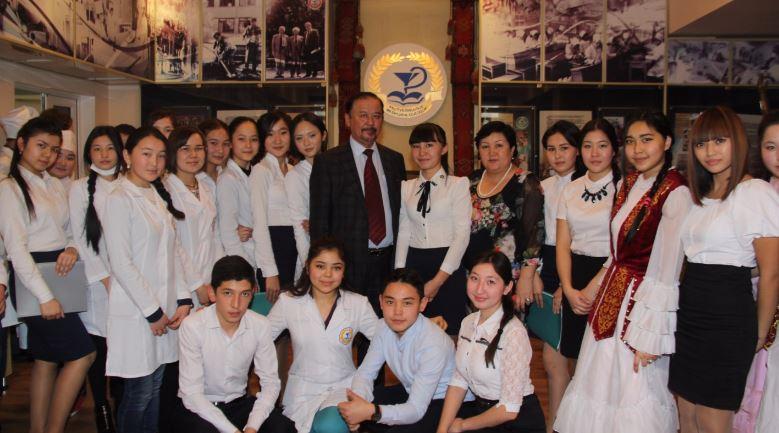 adilgazy kaiyrbecov meeting - Ақын Әділғазы Қайырбековпен кездесу