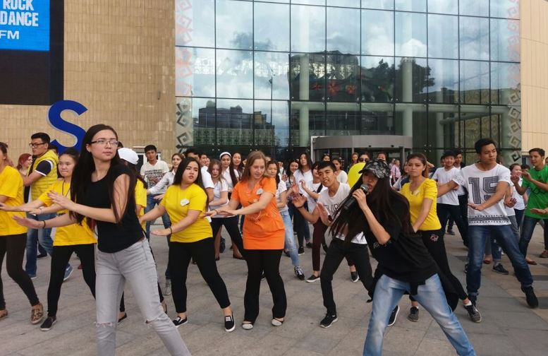 flashmob.[1] - Халықаралық нашақорлықпен күрес күніне орайластырылған Флэшмоб