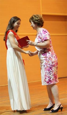 diplom11 - Колледж түлектеріне орта кәсіби білім жөніндегі диплом табысталды