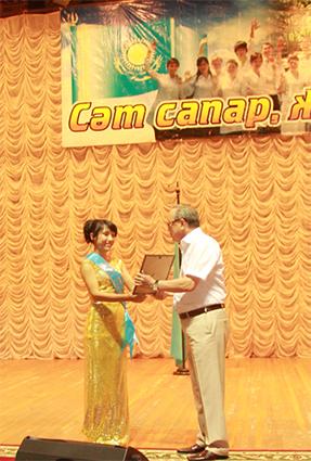 diplom2 - Колледж түлектеріне орта кәсіби білім жөніндегі диплом табысталды